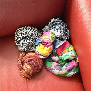 Accessories - Lot of 5 scarves